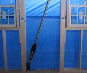 制震用のダンパーを取り付けた耐震リフォーム工事の施工事例。