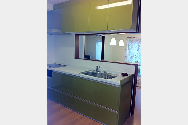 グリーンのキッチン
