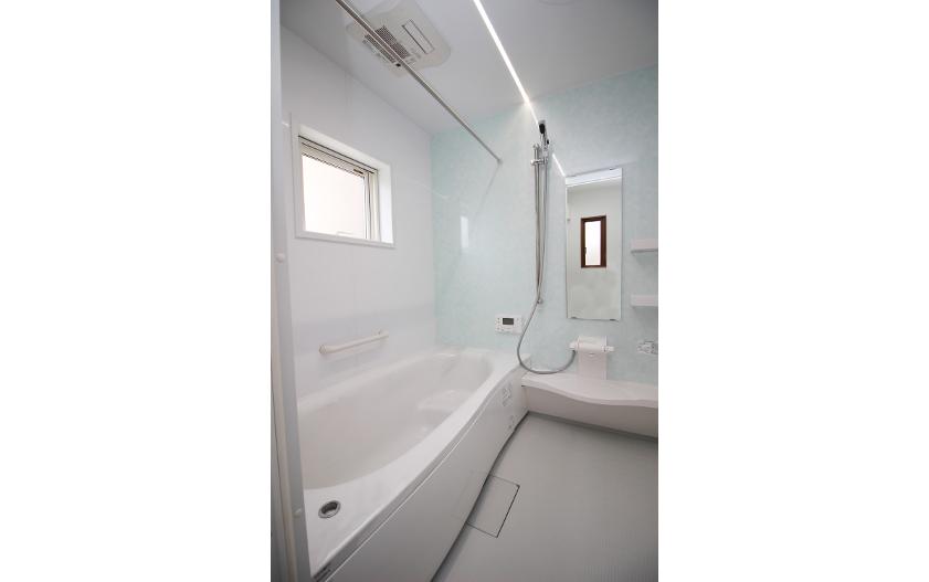 浴室の照明がおしゃれな新築