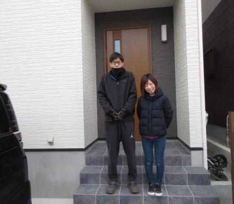 階段にも扉。空間を区切れる使い勝手のよい家
